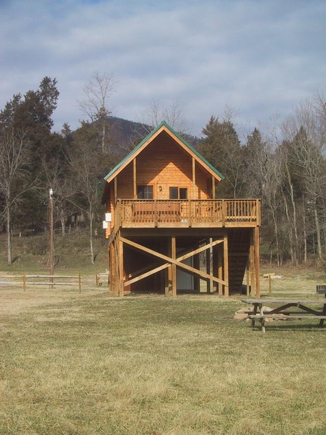 The line cabin shenandoah river log cabins nancy for Log cabins in shenandoah valley